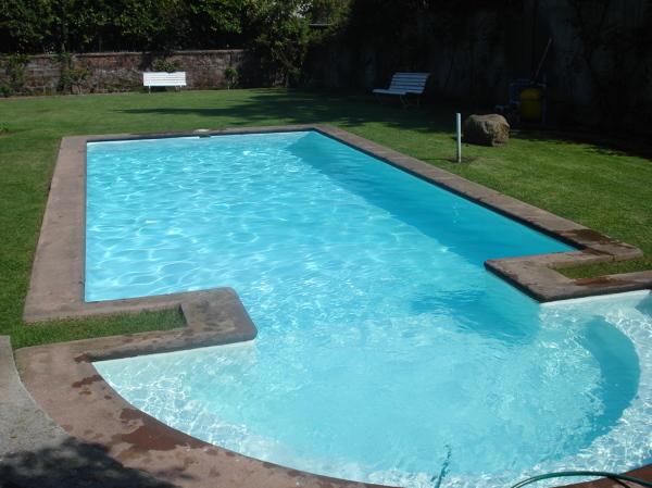Foto mantencion piscina 8x4 de piscinas el maipo 44721 for Piscina 8x4 precio