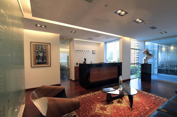 Foto oficinas lahsen cia abogados de g 4 arquitectos for Diseno de oficinas modernas para abogados
