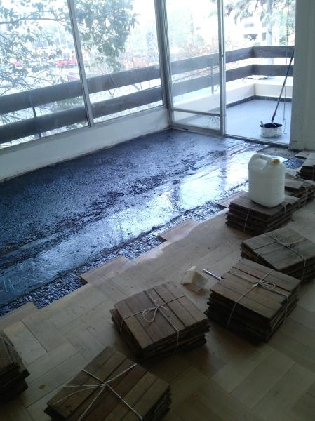 Foto pegamento al piso parquet de charles ayala castro - Pegamento para parquet ...