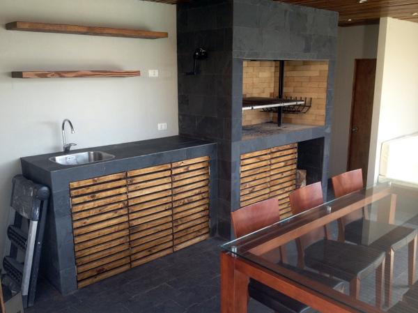 Foto quincho piscina chicureo 3 de constructora cec for Disenos de quinchos con piscinas
