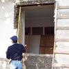 Fabricación e instalación de protecciones para ventanas y una puerta