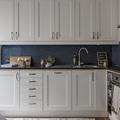 Cocina con muebles arriba y abajo