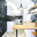 Cocina con pared de pizarra