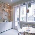 Cocina con muro de madera
