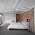 Dormitorio con tableros OSB
