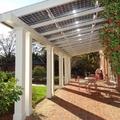 pérgolas bioclimáticas con paneles solares