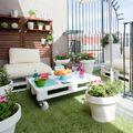 Terraza con pasto sintético