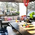 terraza con comedor y estar