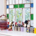 Ventana de cocina con vidrios de colores