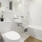 baño con baldosas hexagonales