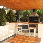 Dar un toque de blanco con sillones o muebles dentro del quincho es una gran opción