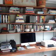 Biblioteca y escritorio volante