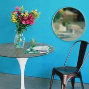 ambiente fondo azul mesa