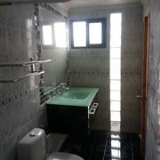 Baño con Pilar de Luz