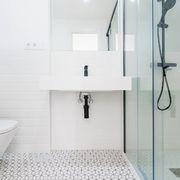 Baño con revestimiento cerámico