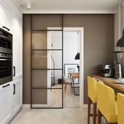 Cocina con puerta corredera ligera