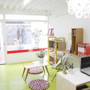 Exhibidor de Mobiliario con piso pintado.