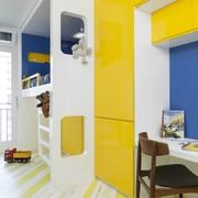 habitación infantil en tonos azules y amarillos