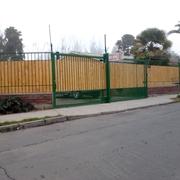 Construcción Reja con Portón Eléctrico de 15 x 2,4 mts.