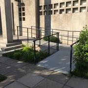 Rampa en acceso principal