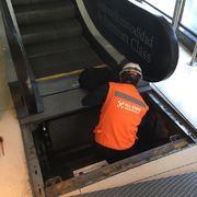 Trabajo en Terreno foso Escalera Mecanica