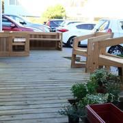 Diseño y construcción de terraza de espera para clientes