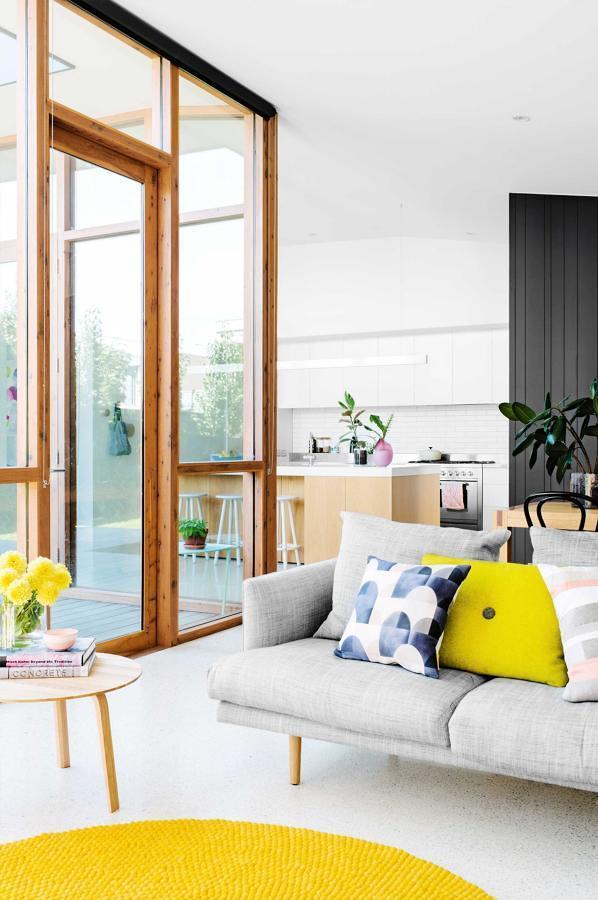living con ventanas doble altura
