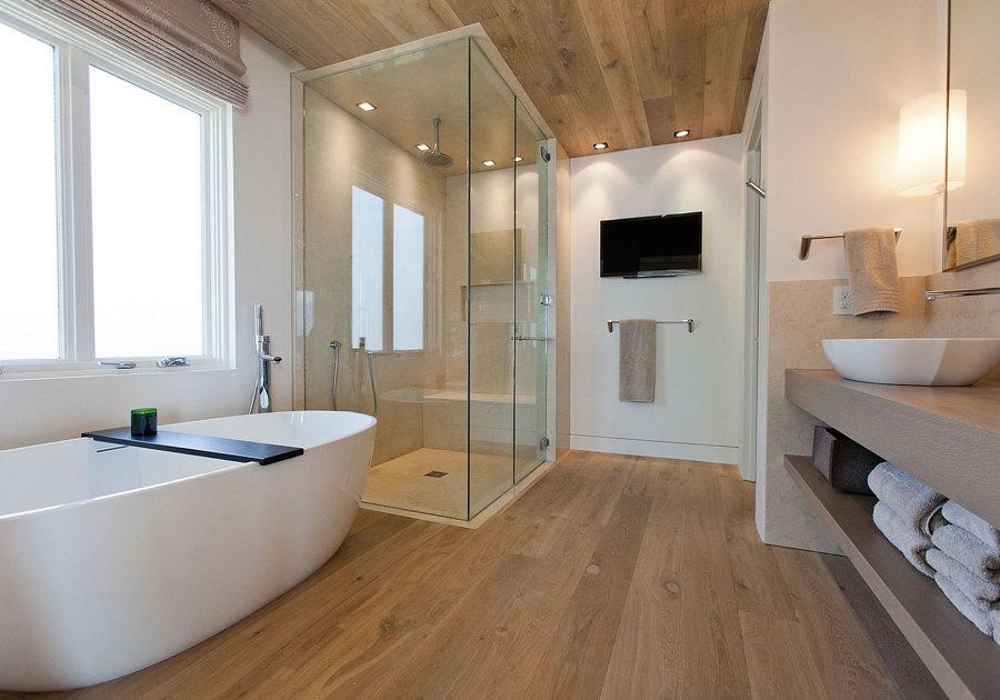 Baño con piso de bambú