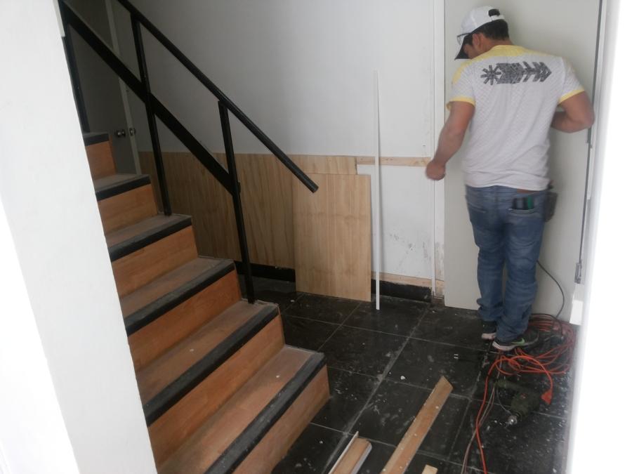 acceso escalera segundo piso
