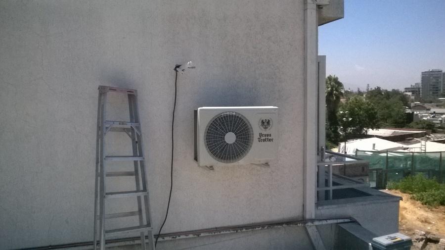 Aire acondicionado en oficina de lectura y estudio de for Aire acondicionado oficina