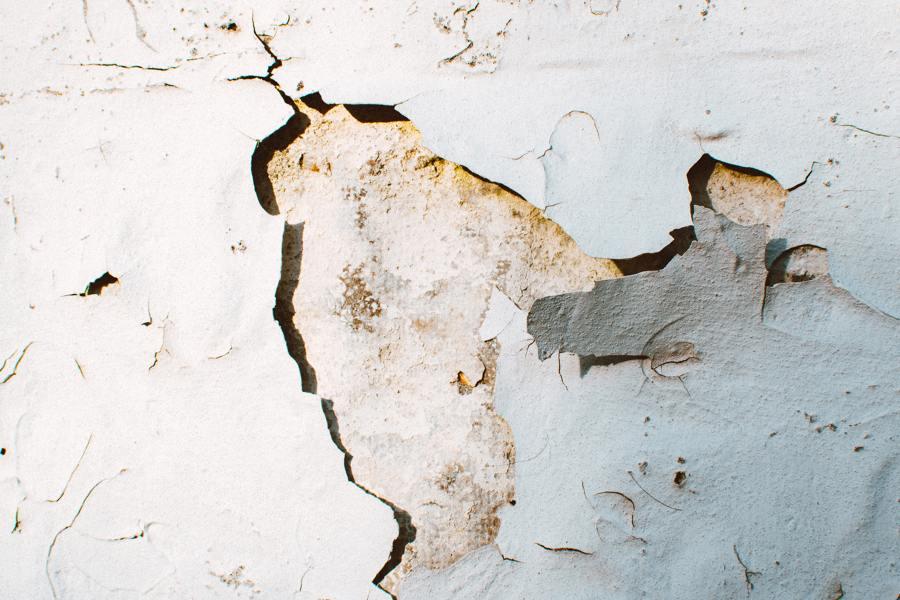 aparición de grietas pared
