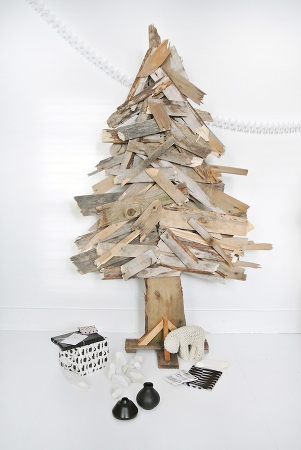rbol de navidad con pals pegados