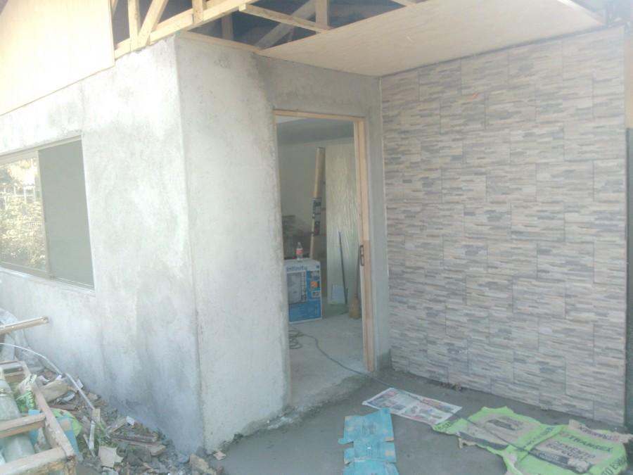 Foto avance frente casa revestimiento en piedra de - Casa de revestimientos ...