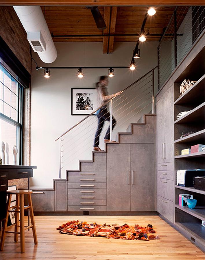 Mobiliario a medida bajo escalera