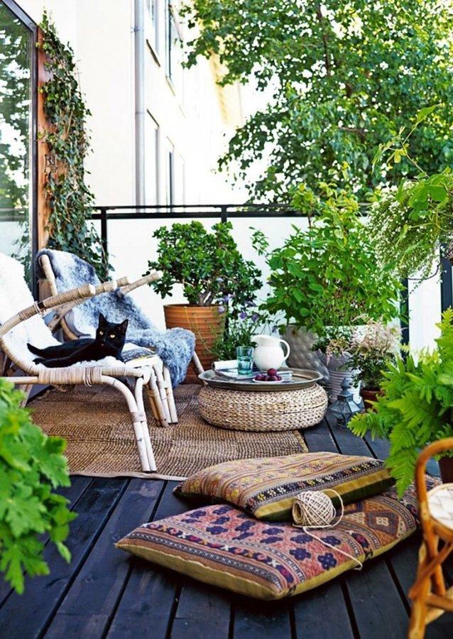 Balcón con plantas y flores