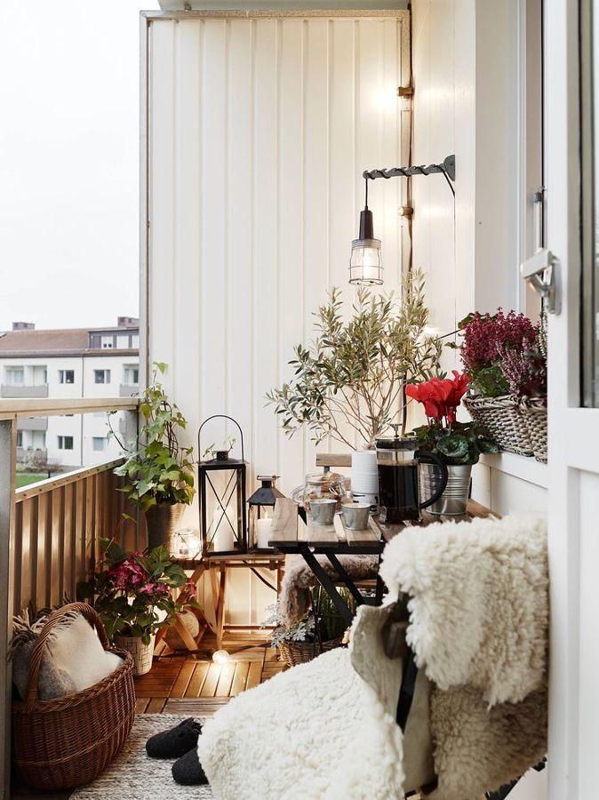 Balcón con decoración de invierno