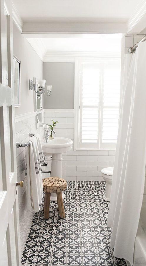 baño con piso cerámico