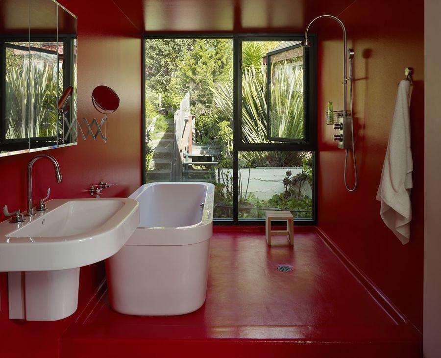 Baño con pintura epóxica en rojo