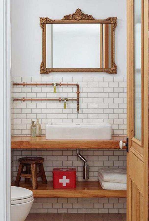 Baño con espejo retro
