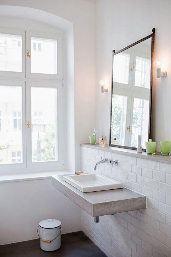 baño con cubierta de cemento