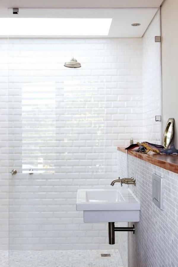 baño con tragaluz artificial
