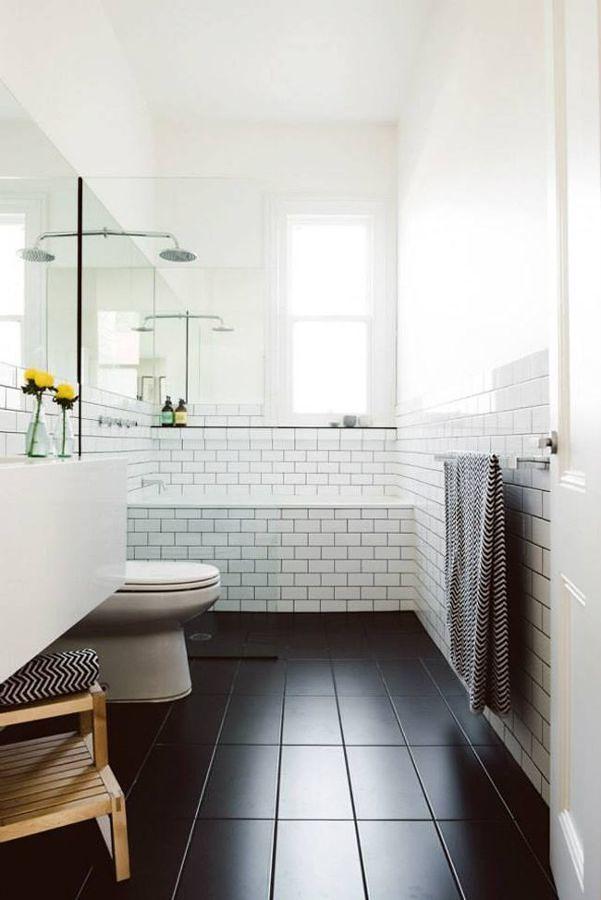 Baño en blanco y negro