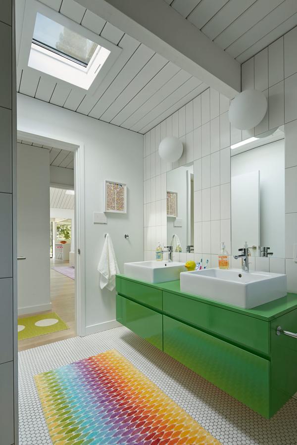 Baño en verde y blanco