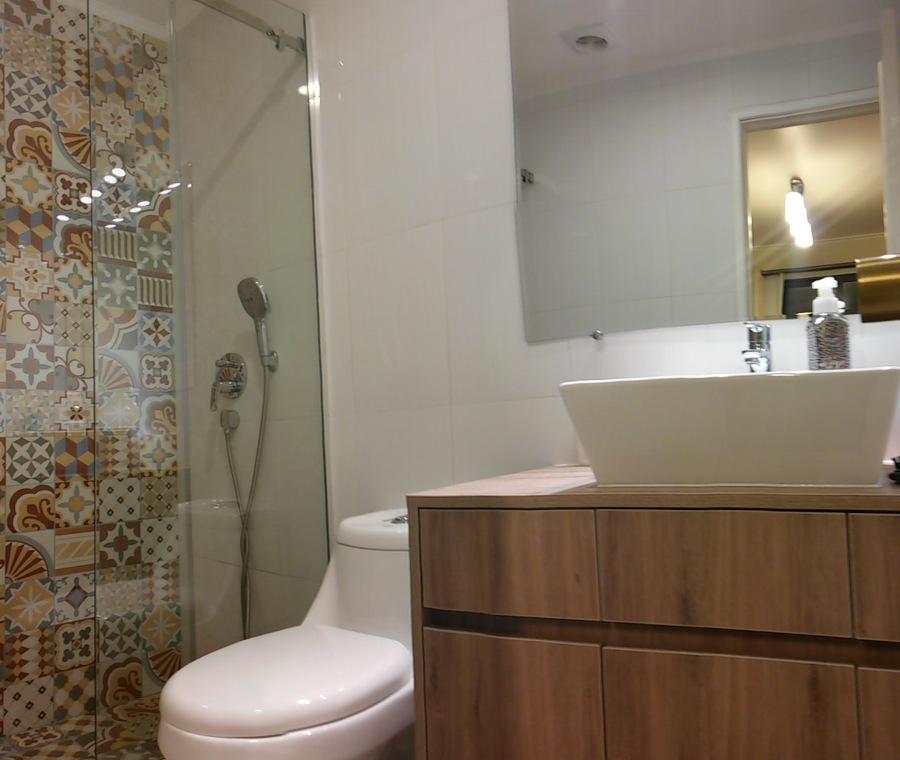 Baño instalación de shower door frontal y vanitorio