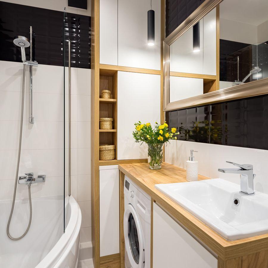 Baño pequeño con lavadora integrada