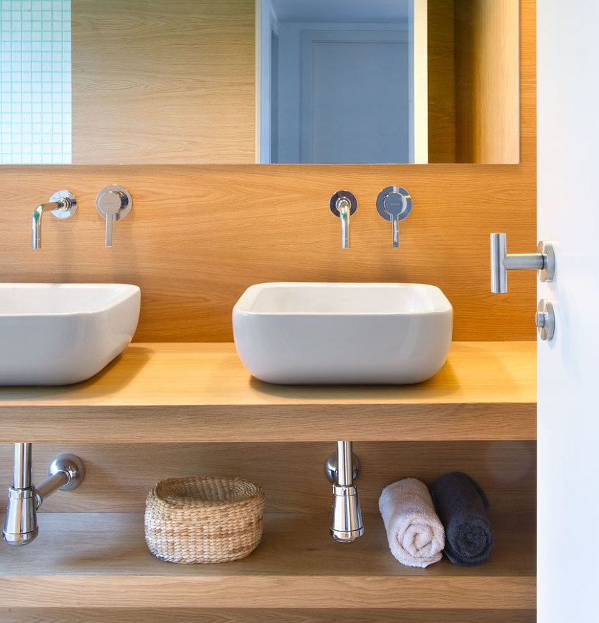 Baño revestido en madera