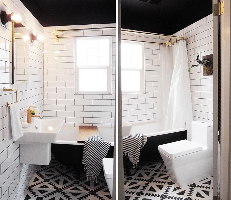 Baño renovado en blanco y negro