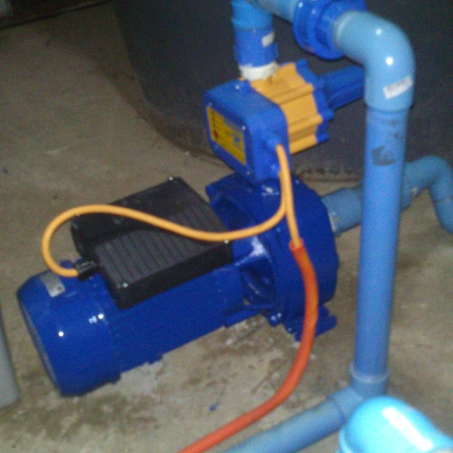 Instalacion de bomba de agua periferica para regadio for Como instalar un estanque de agua