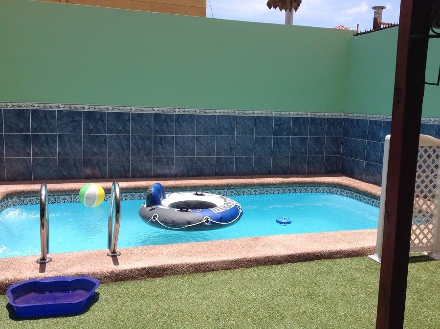 Medidas de piscinas de casas plano de casa amplia y de for Piscina para casa medidas