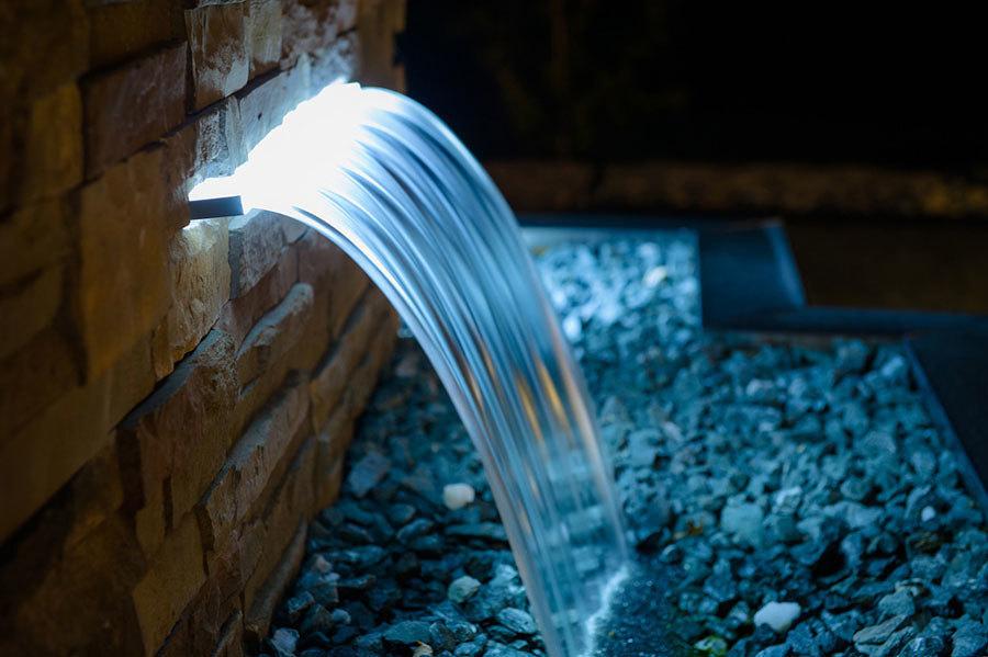 cascada con iluminación led